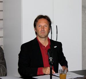 Bernd Fesel, ECCE: Überflüssig, aber gut bezahlt.