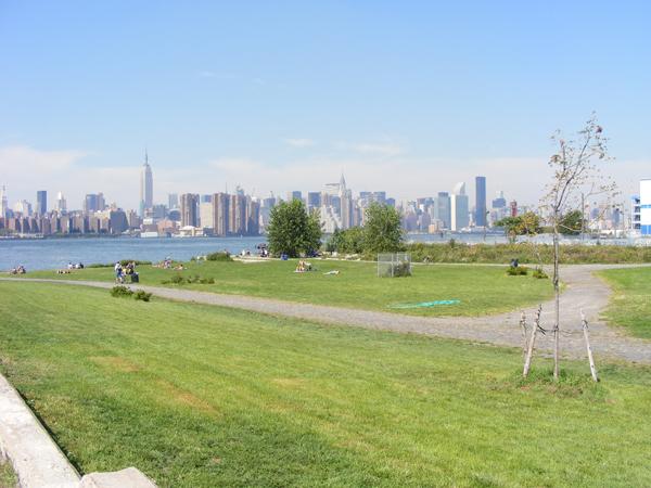 Der neue Park mit Blick auf Manhattan 2008 (eigenes Foto)
