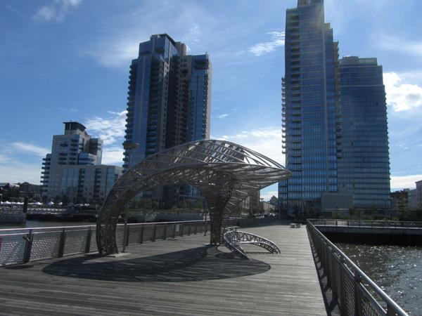 Die neue Waterfront mit Pier und Hochhäusern 2012 (eigenes Foto)