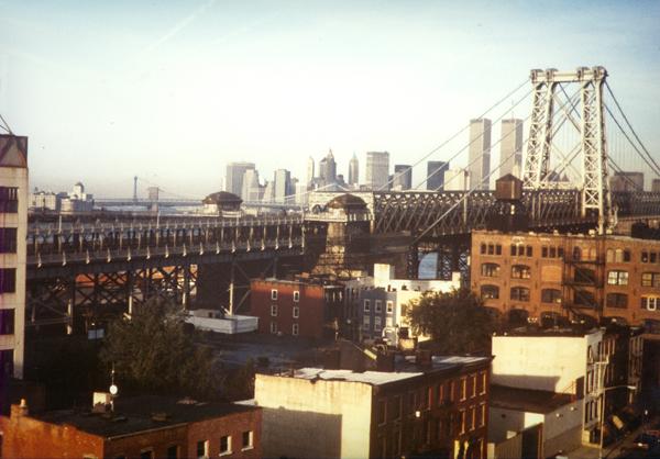 Blick über die Williamsburg Bridge nach Downtown Manhattan ca. 1987 (eigenes Foto)