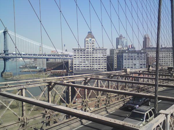 Blick auf den DUMBO-Bezirk von der Brooklyn Bridge 2010  (eigenes Foto)