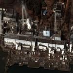 Atomkraftwerk Fukushima I - Daiichi (Zustand der Reaktorblöcke 1 bis 4 am 16. März 2011 nach mehreren Explosionen und Bränden); Bild: HJ Mitchell (Wikipedia)