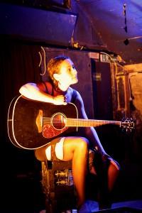 """Einer der berührendsten Momente des Abends: Magdalena Helmigs Akustik-Version von """"Paint it Black"""". / Foto: Charleen Markow"""