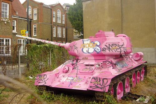 Macht Rosa pazifistisch?
