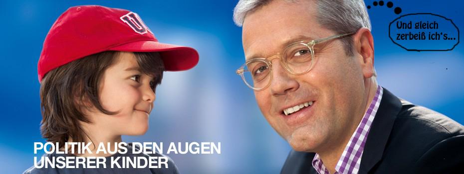 Dieses Werbeplakat hängt CDU-Spitzenkandidat Röttgen in NRW auf. Da kriegt das arme Kind doch Angst.