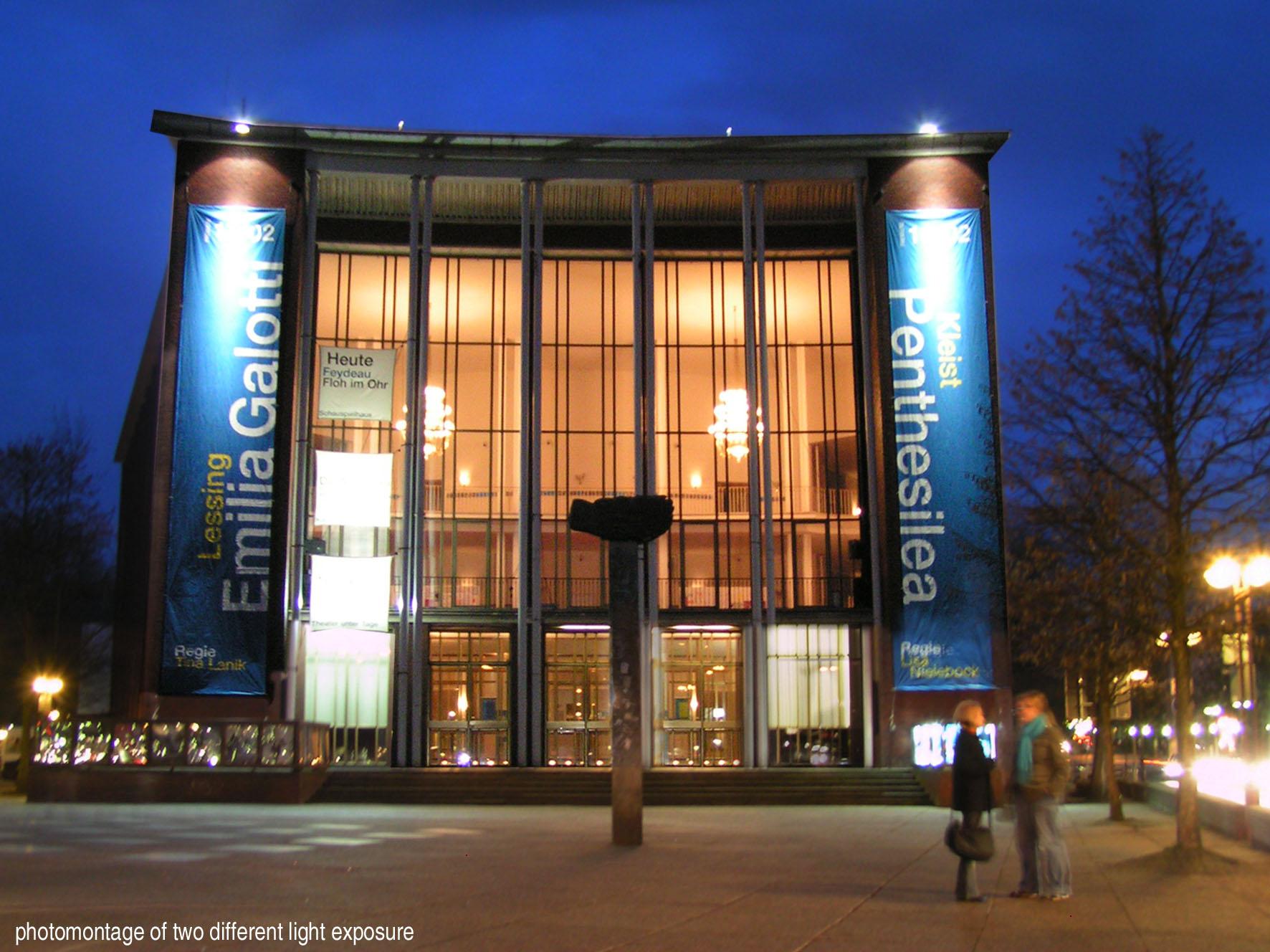 Der markante Eingangsbereich des Bochumer Stadttheaters // Quelle: Wikipedia