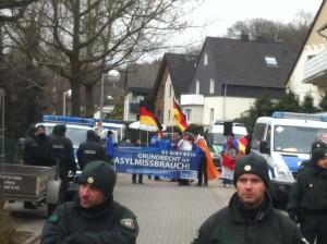 Pro NRW in Witten: Rechts ist eine von zwei Piratenflaggen zu sehen.