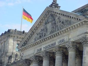 """Das Bild """"Reichstag mit Giebel"""" stammt von RudolfSimon, steht unter CC-BY-SA-Lizenz und wurde dem Archiv Wikimedia Commons entnommen."""