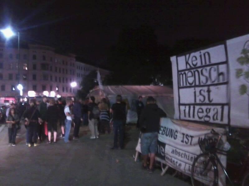 Refugee-Camp nach dem Angriff: Aktivisten zeigen Solidarität