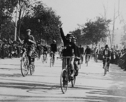 Radfahrer um 1890 im Riverside Park (Foto: Sammlung Voss)