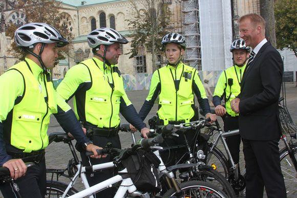 Mit Helm auf der Hut Foto: MIK NRW