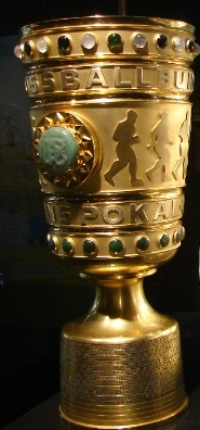 Der DFB-Pokal. Foto: Robin Patzwaldt