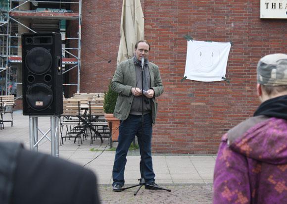 Ex-AfD-Sprecher Johannes Paul auf Aluhut-Demo in Essen
