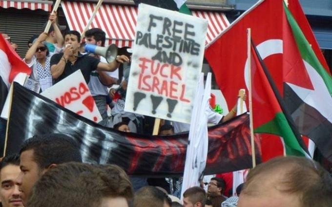 Pro-Hamas Demo in Frankfurt am 12. Juli 2014. Foto: Sacha Stawski .