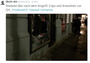 Screenshot: Eingeworfene Scheibe in Hamburg. via @Kass3tte