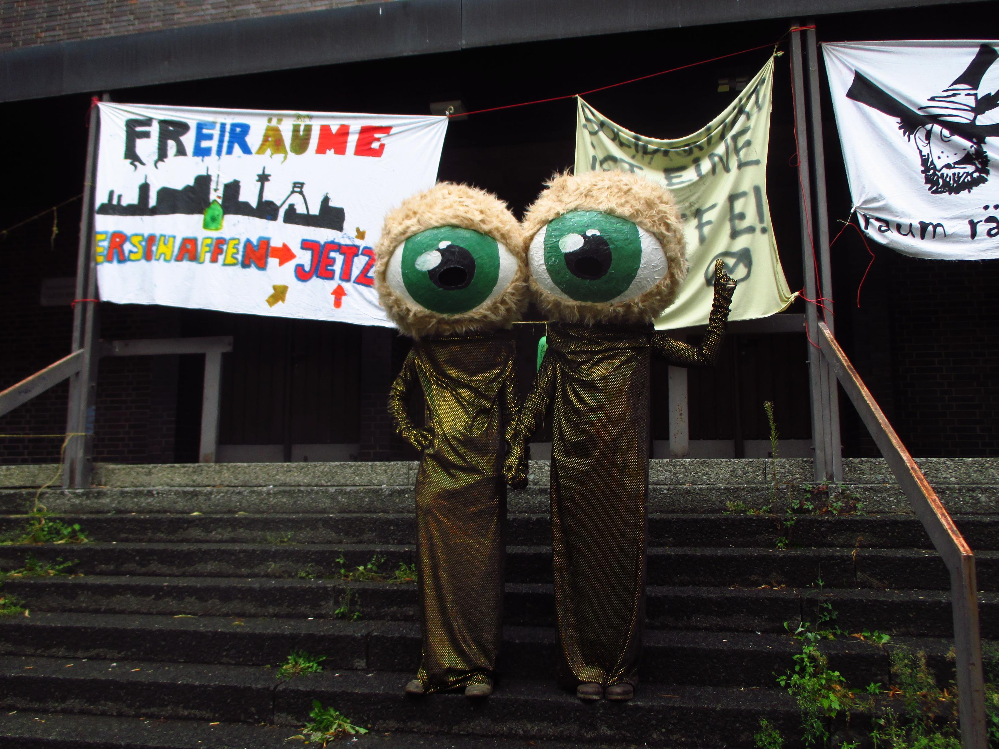 Die Hausbesetzer halten die Augen auf. Für ein Soziales Zentrum AVANTI - Dortmund!   ruhrbarone.de