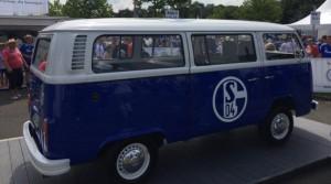 Ein Schalke-Bus. Foto: Michael Kamps