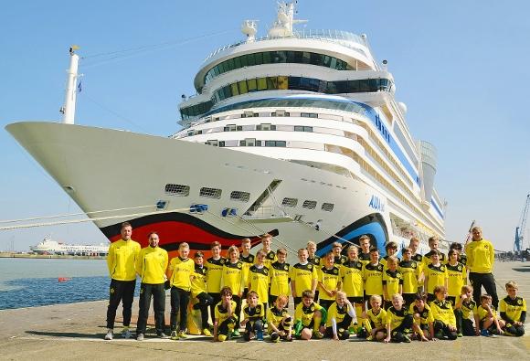 Junge Anhänger des 'Arbeiterclubs' Borussia Dortmund im Jahre 2014. Foto: BVB