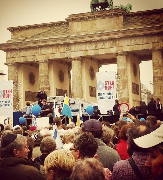 """Die Demo """"Nie wieder Judenhass"""" am Brandenburger Tor"""