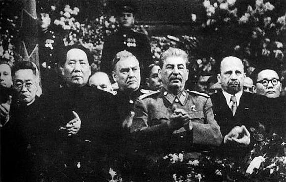 Mao,_Bulganin,_Stalin,_Ulbricht_Tsedenbal