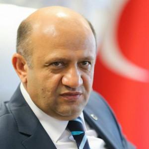 """Fikri Işık, sowas wie ein """"Wissenschaftsminister"""" (Foto: Facebook)"""