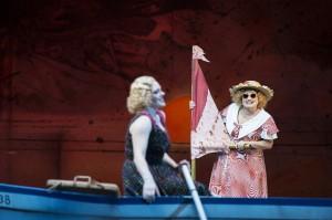 Tötössy auf dem Surfbrett/Thomas Jauk-Stage Pictures