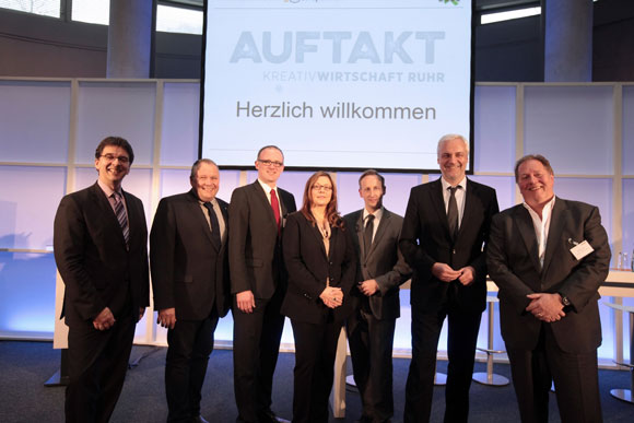 (von links nach rechts): Dr. Olaf Arndt, Josef Hovenjürgen MdL, OB Sören Link, Brigitte Pavetic, Rasmus C. Beck, Minister Garrelt Duin, Prof. Dieter Gorny Foto: WMR
