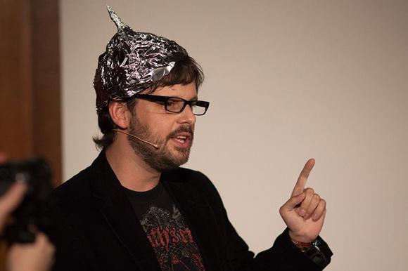 Sebastian Bartoschek moderiert den Science Slam.