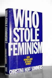 """Das Buch """"Who Stole Feminism?"""" von Christina Sommers. Dies ist kein eBook. (Foto: privat)"""
