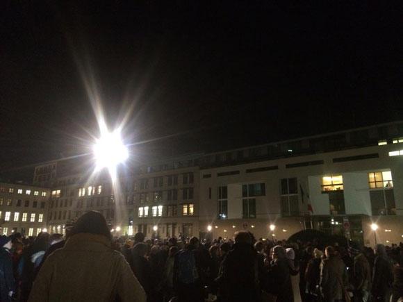 Charlie Hepdo Gedenkveranstaltung  Pariser Platz, Berlin Foto: Claus Christian Malzahn Lizenz: Copyright