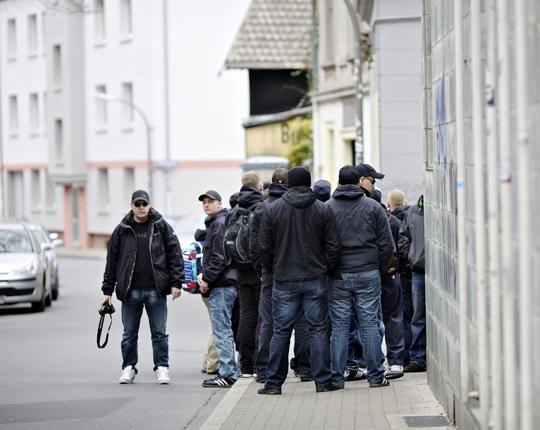 Corelli 2012 in Dortmund (links mit Kappe und Kamera); Foto: Roland Geisheimer, attenzione photographers