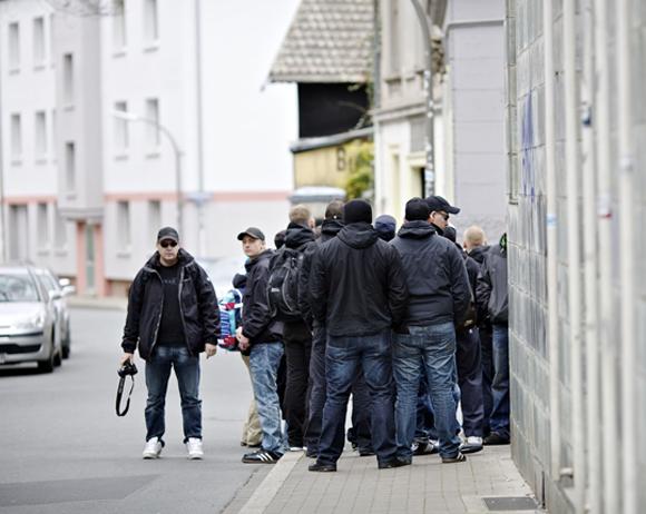 Corelli in Dortmund 2012 (links mit Kappe und Kamera) Foto: Roland Geisheimer/ attenzione photographers