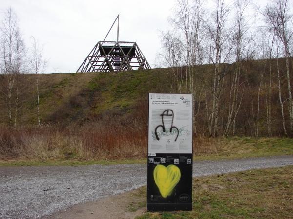 An der Zechenhalde findet man unterschiedlichste Graffitis.