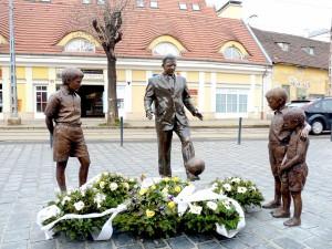 Statue von Ferenc Puskás in Dudapest. Quelle: Wikipedia, Foto: Fekist, Lizenz: CC BY-SA 3.0