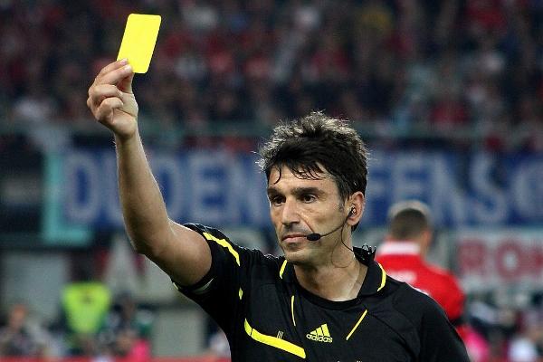 Hat die Bundesliga aktuell ein schiedsrichterproblem? Quelle: Wikipedia. Foto: Steindy, Lizenz: CC BY-SA 3.0