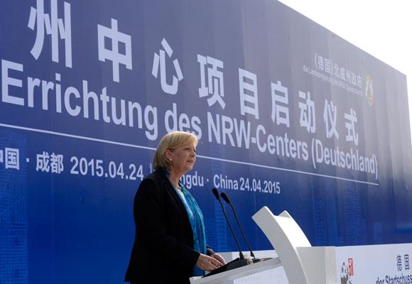 Ministerpräsidentin Hannelore Kraft hält ein Grußwort zur Errichtung des NRW-Centers in Chengdu / Provinz Sichuan. Foto: Land NRW / R. Pfeil