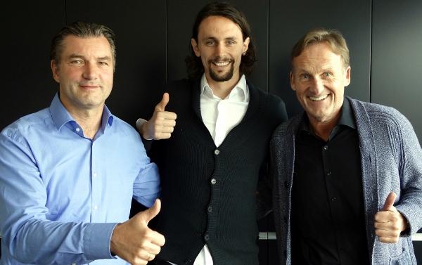 Zor, Watzke und Subotic haben gute Laune heute. Foto: BVB