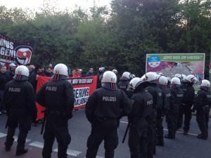 Nazis in Essen vor motivierender Hintergrundtapete