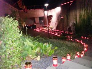 Wo harte Männer weinen: Todestunnel-Gedenkstätte gestern Nacht