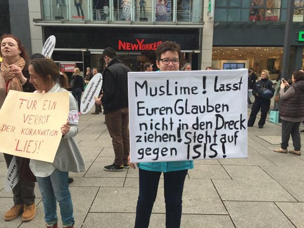 Protest gegen Salafisten in der Frankfurter Fußgängerzone Zeil.