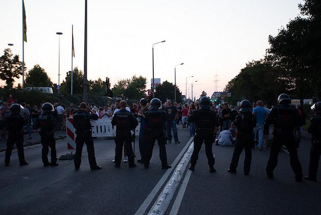 Heidenau: Der Mob ist in Pogromstimmung (Foto: Marcus Fischer)