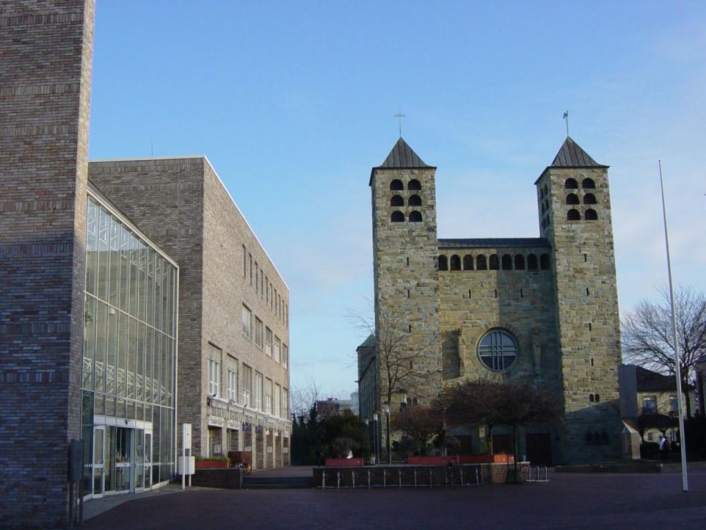 Auch weiterhin Kolters Arbeitsplatz: das Rathaus neben der Kirche St. Katharina