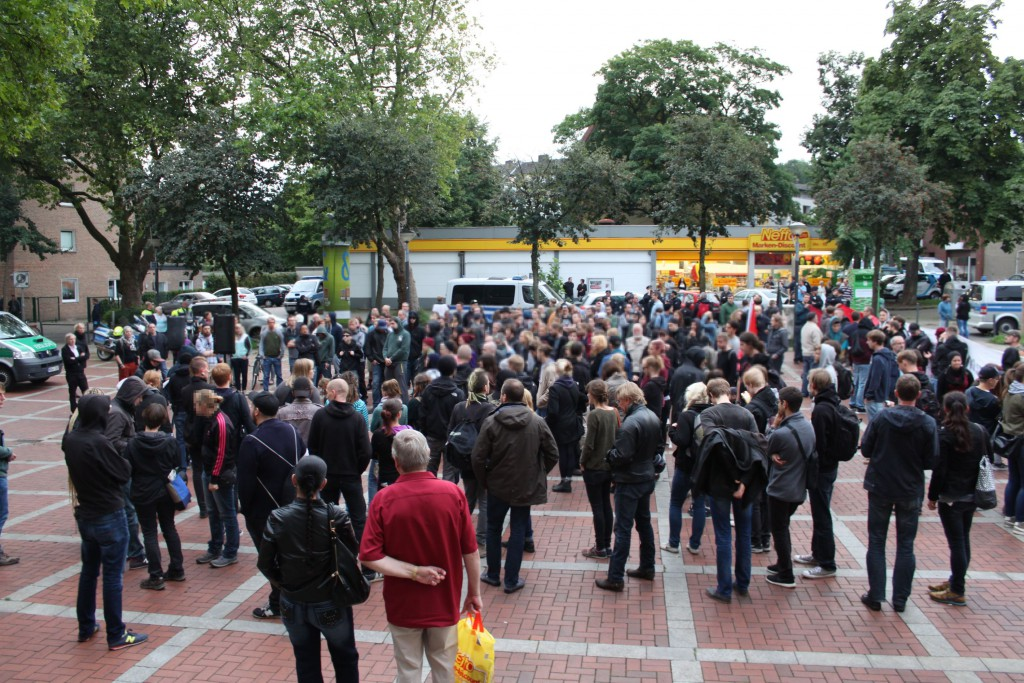 Die Antifa auf dem Frintroper Marktplatz (Quelle: Antifa Essen Z)