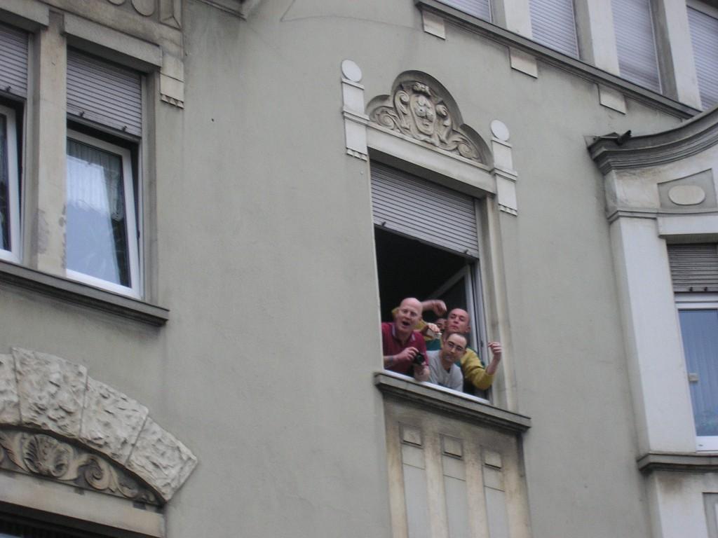Neonazi-Provokationen am Rand einer antirassistischen Demo in Witten. Im Januar 2006.