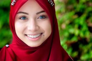 Darf man lächelnden wirklich Musliminnen trauen? (Foto: herman yahaya/ Flickr/ cc-by-sa)