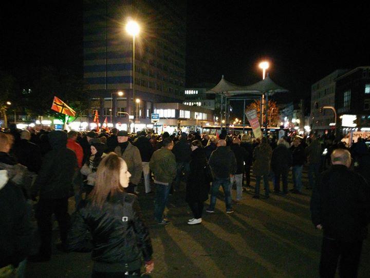 Bahnhofsvorplatz Duisburg: 36. Pegida-Kundgebung. Bild: mupfl