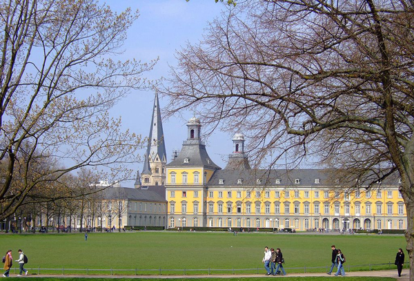 """Bonn Hofgarten"" von Hans Weingartz - Übertragen ausde.wikipedianach Commons., description page was here. File versions on de.wikipedia:2006-12-16 17:26:39 Leonce49 1276 x 866 (1.195.967 Bytes) (Hofgarten (Bonn)). Lizenziert unter CC BY-SA 2.0 de"