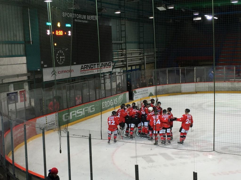 Es sind zwar nicht mehr die Eisbären, aber im altehrwürdigen Wellblechpalast in Ostberlin wird weiterhin Eishockey gespielt. Foto: Simon Ilger