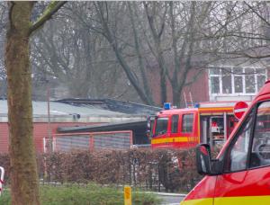 Das Dach ist völlig ausgebrannt. (Foto: Sebastian Bartoschek)
