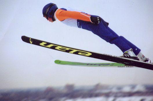Das Sportjahr beginnt traditionell beim Skispringen. Quelle: Wikipedia, Lizenz: gemeinfrei